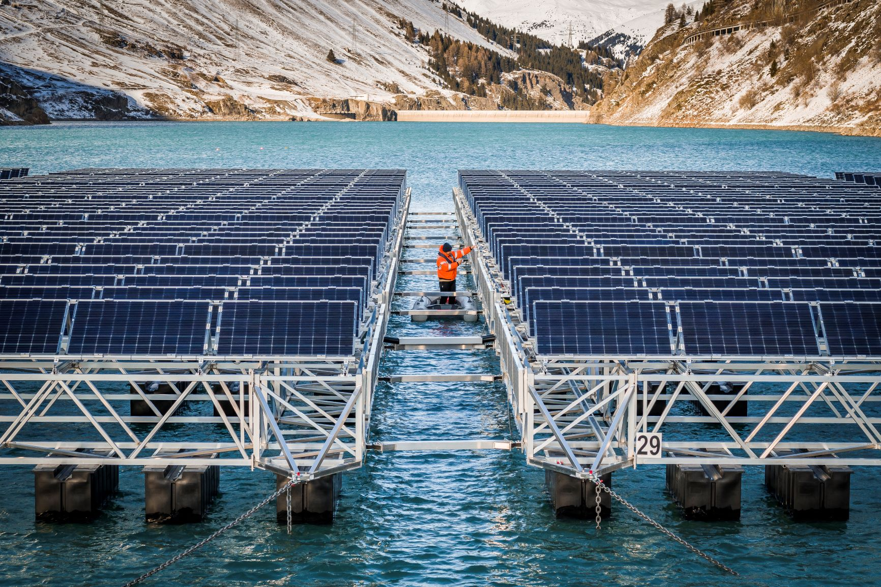 The Lac des Toules solar power plant does not pose a threat to any aquatic ecosystems: the reservoir is drained every winter, with no time for flora and fauna to develop © Romande Energie