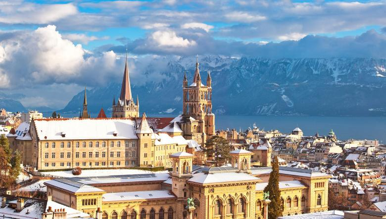The city of Lausanne under snow © Lausanne Tourisme