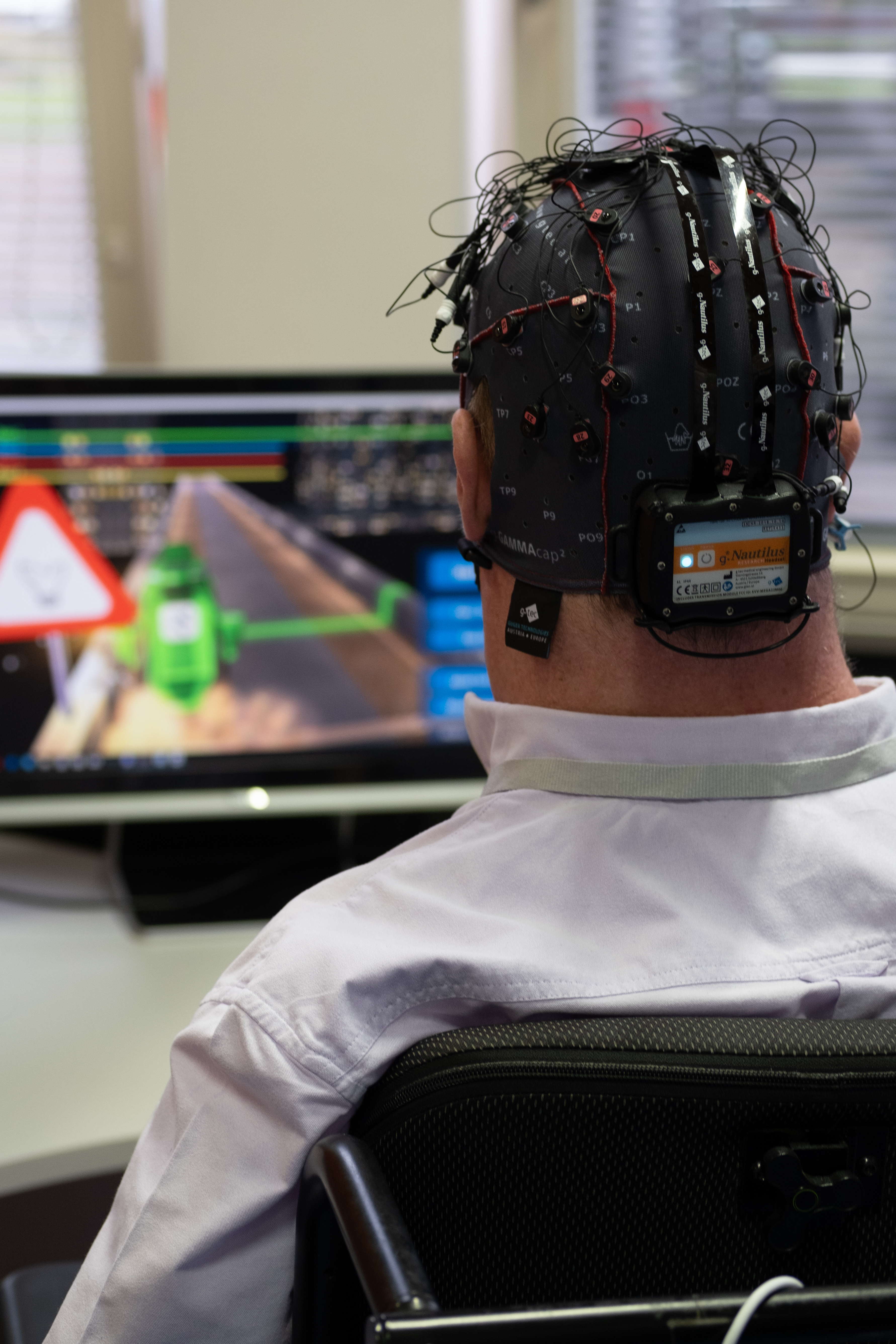 In the game 'BrainDriver', pilots steer a virtual car with their thoughts using a brain-computer interface. © ETH Zurich / Maximilian Wührer