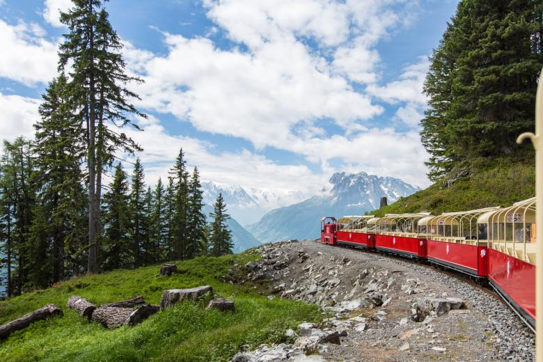 Open-topped panoramic carriages, le Châtelard, Valais, © Verticalp Emosson