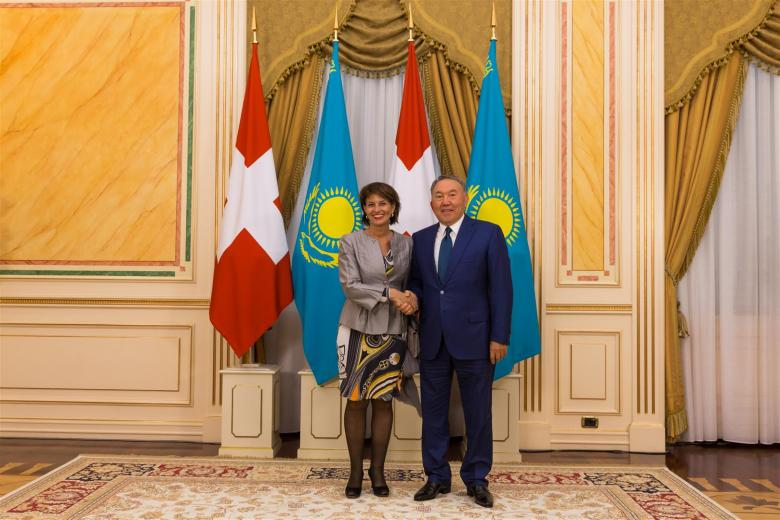 Президент Швейцарии, г-жа Дорис Лойтхард, встретила с Главой Казахстана Нурсултан Назербаев