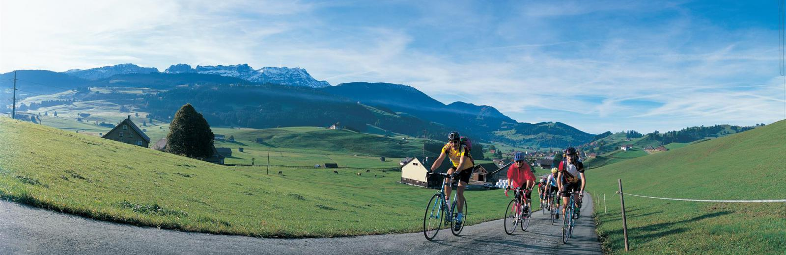 La Suisse à velo © Switzerland Tourism