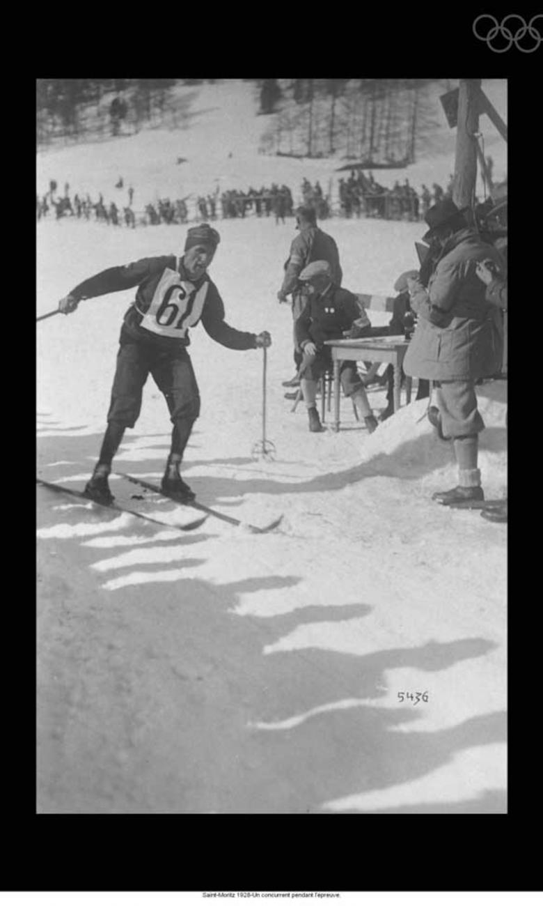 A competitor during an alpine skiing event in 1928 © IOC