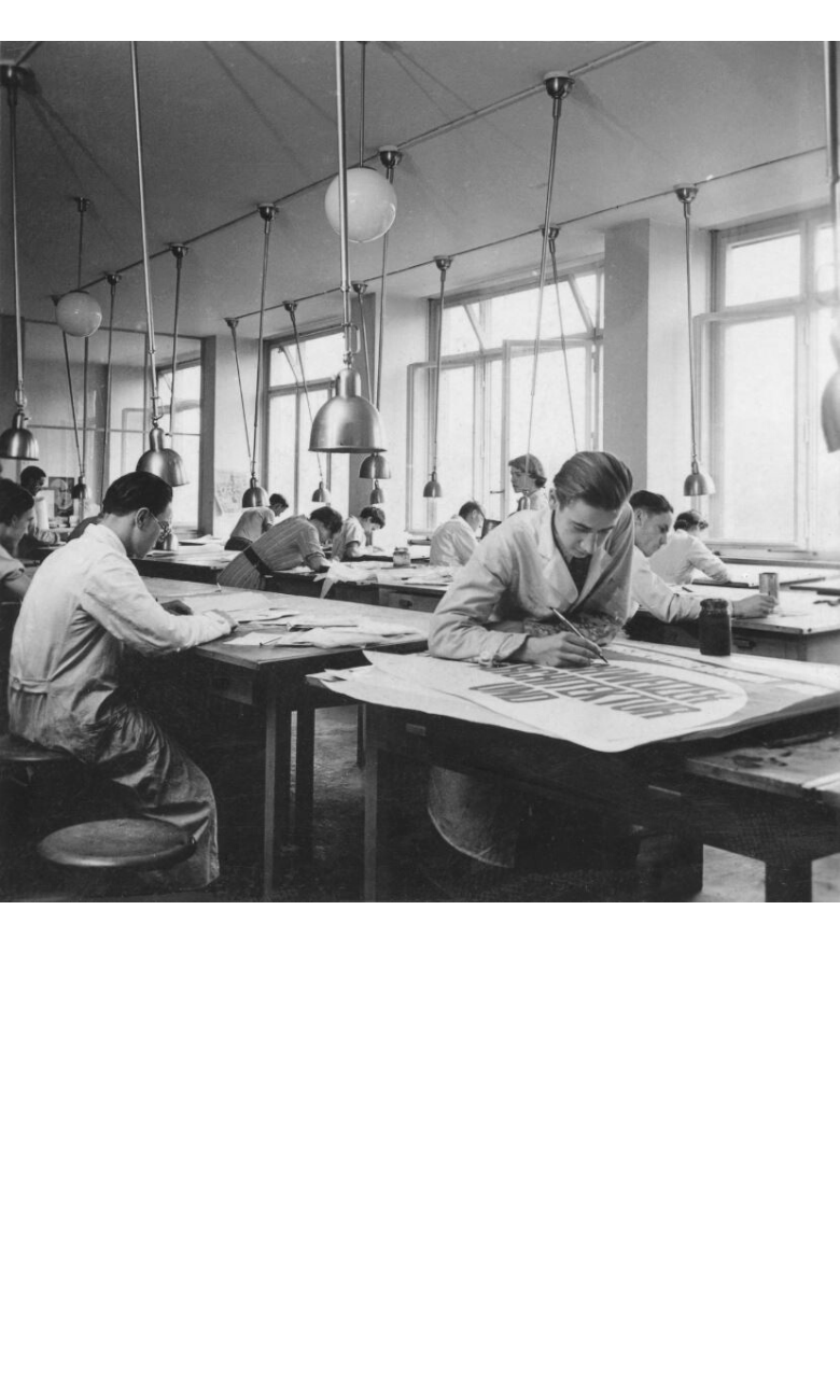 :  Photography class, Kunstgewerbeschule Zürich, graphic design class, Zurich School of Arts and Crafts, 1930s, photo: © ZHdK, Archive of the Zurich University of the Arts