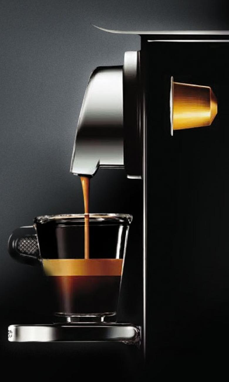 Coffee Machine with Capsule © Nespresso